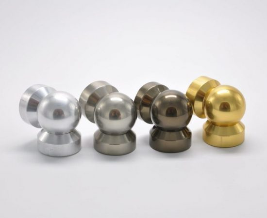 Разновидности соединителей стойки и поручня для алюминиевых перил