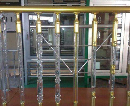 Ограждения для лестниц из плексигласа: характеристики и особенности применения