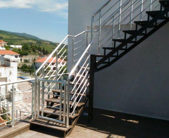 Какую лестницу сделать в частном доме?