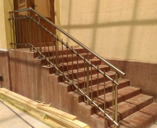 Как оформить перила для лестниц?