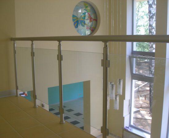 Как выбрать стеклянное ограждение для лестницы