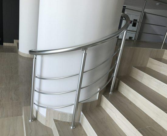 Винтовая лестница в доме: все «за» и «против»