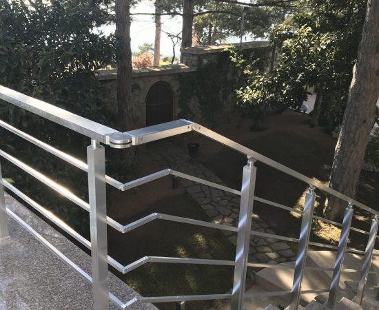 Как выбрать металлические перила для лестницы?