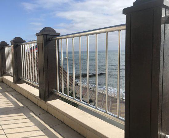 Как выбрать перила для балкона