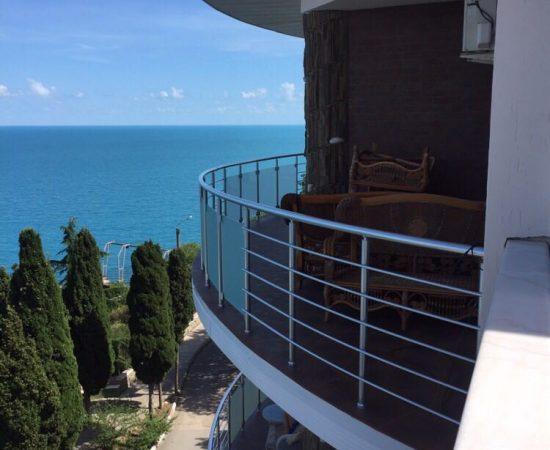Как ухаживать за балконным ограждением из алюминия?