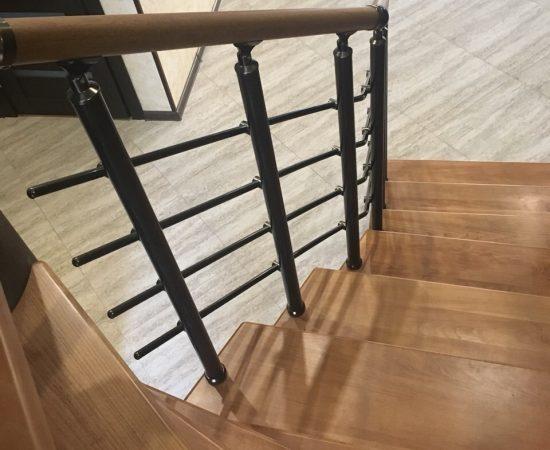 Как выбрать балюстраду для лестницы в частном доме