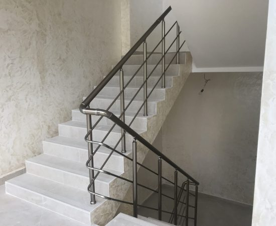 Как выбрать лестницу для маленького проема