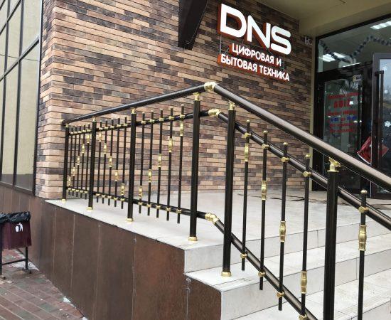 Какие перила выбрать для уличной лестницы?