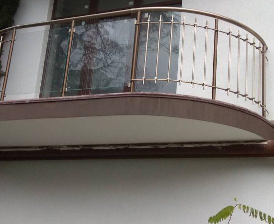 Виды стеклянных ограждений для балконов