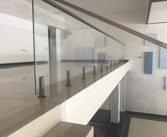 Требования к стеклянным ограждениям для лестниц