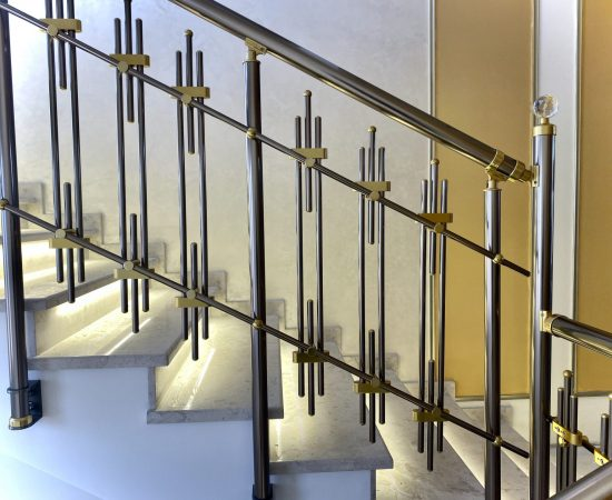 Высота лестничных перил: нормы и требования