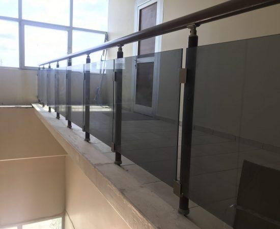 Сферы применения стеклянных перил и ограждений
